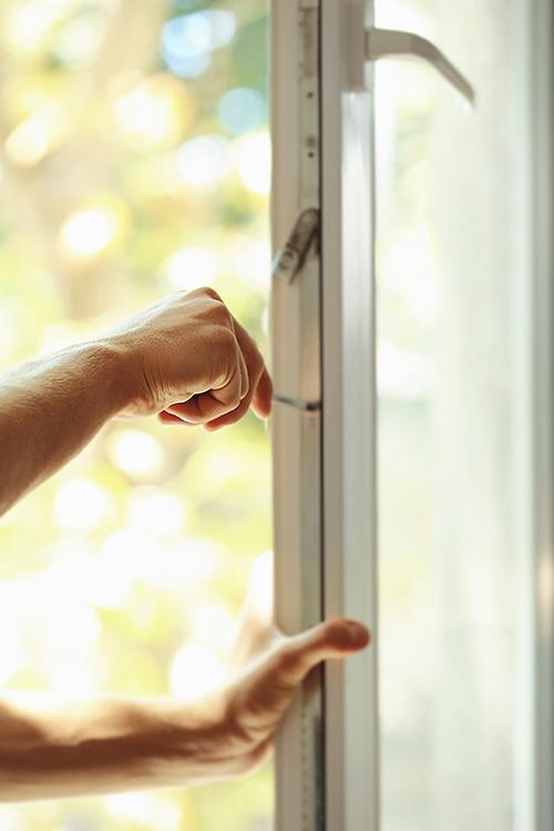 Fönsterbyte - renovering och montering av nya fönster - Skänninge Bygg